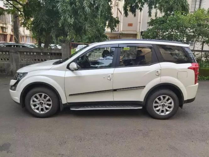 Mahindra XUV500 W9 AT
